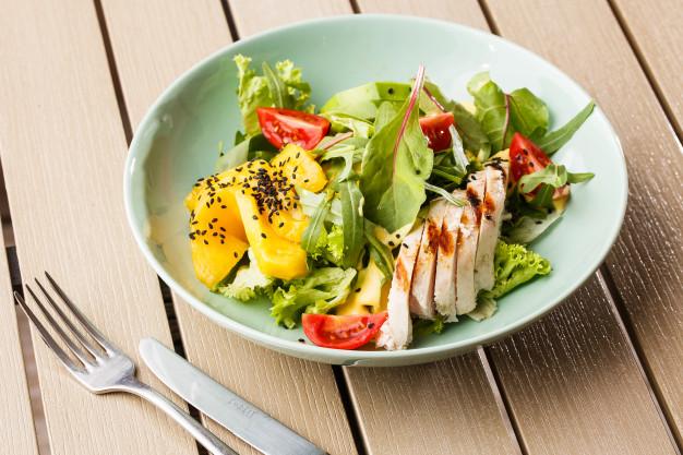 Salade poulet grille aux mangues Recettes BodySano